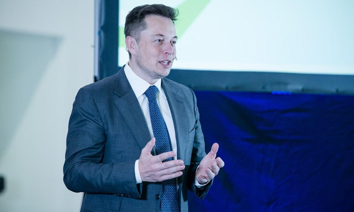 Tesla starts Dubai sales