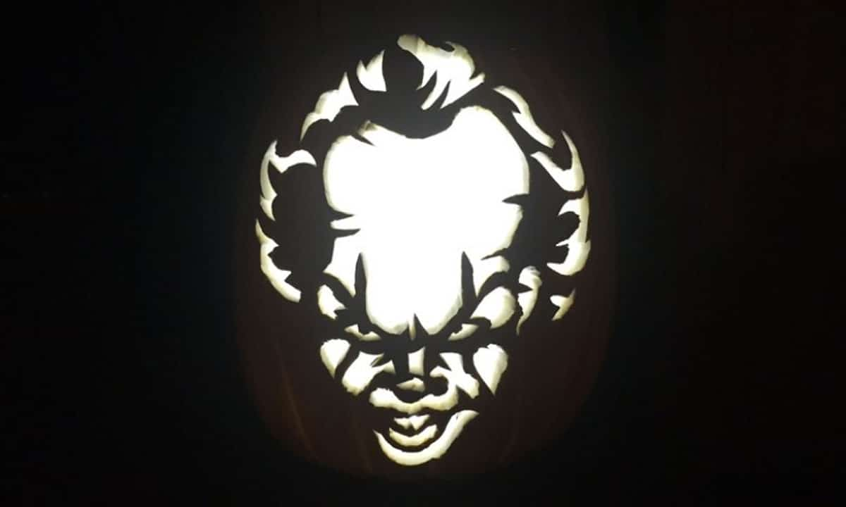 Pennywise the clown is the 39 it 39 pumpkin carving this halloween for Clown pumpkin painting
