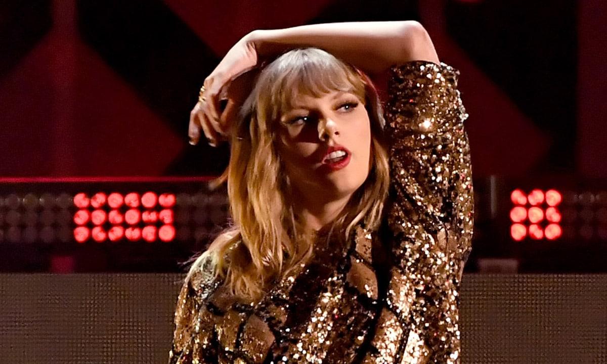 Gossip Taylor Swift S Bedroom Secrets Caitlyn Jenner Joining Dwts