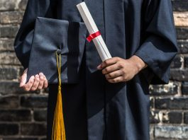 4 Ways To Make Your Graduation Photos Stand Out