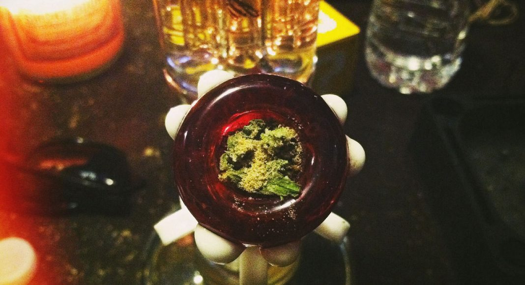 Marijuana Bongs Vs  Water Pipes: Which For A Smoother Smoke