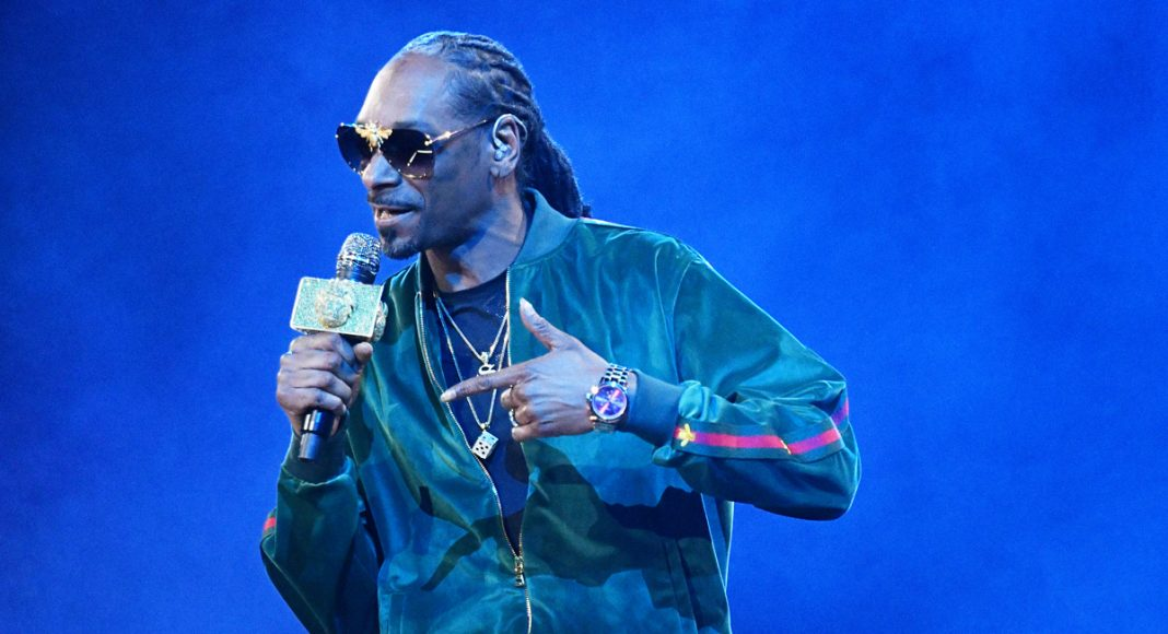 That Time Tupac Brought Snoop Dogg Weed On 'Saturday Night Live'