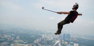 People Risking Their Lives For The Perfect Selfie
