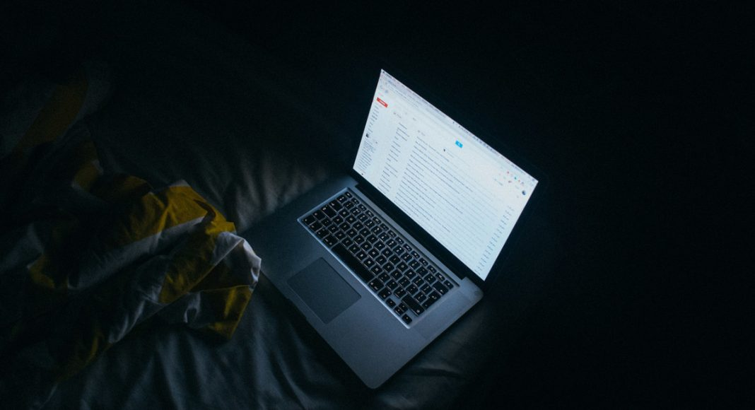Here's Why Answering Your Boss's Late Night Email Is Not A Great Idea