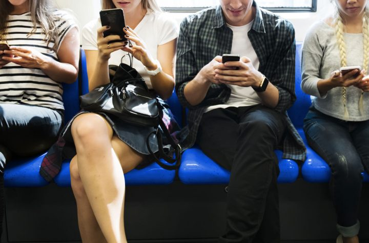 Checking emails during commute should count as part of the working day