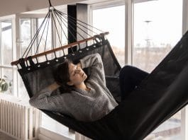 How To Nap In A Way That Actually Makes You Feel Better & Rested
