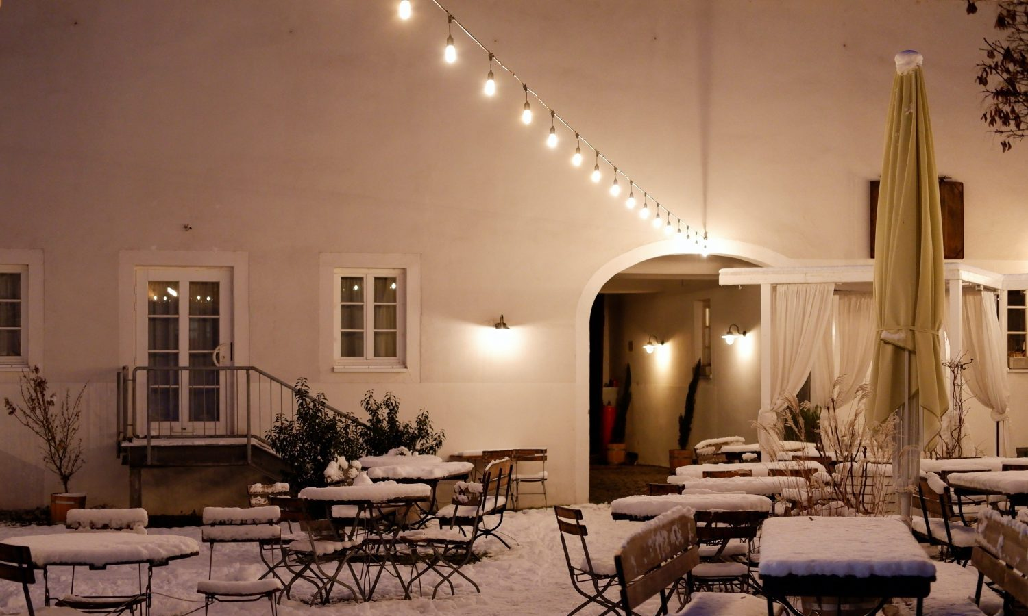 Outdoor Dining In The Winter Is Complicated — Here's What You Should Account For