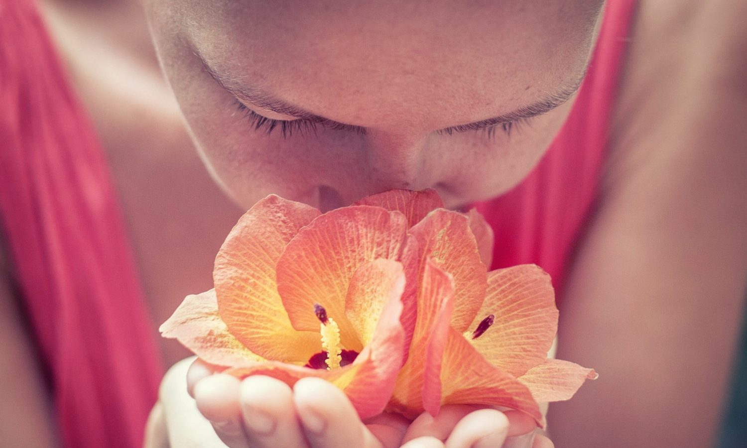 People Who've Lost Their Sense Of Smell Are Coping By Following This Therapy