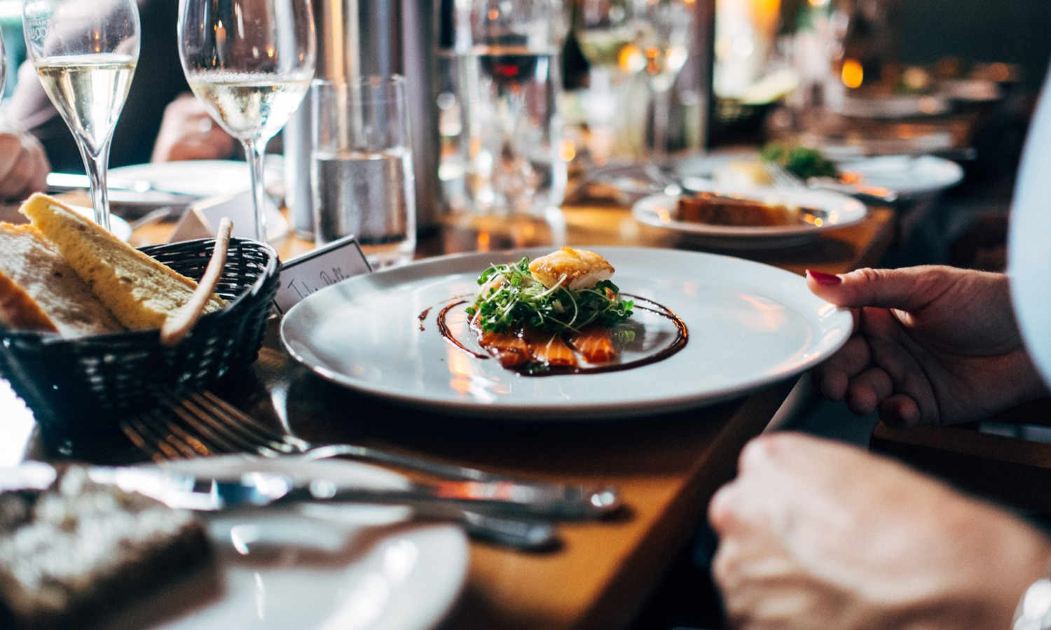 How To Stay Safe While Eating Out At A Restaurant